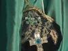 buideltasje met zilveren kruis